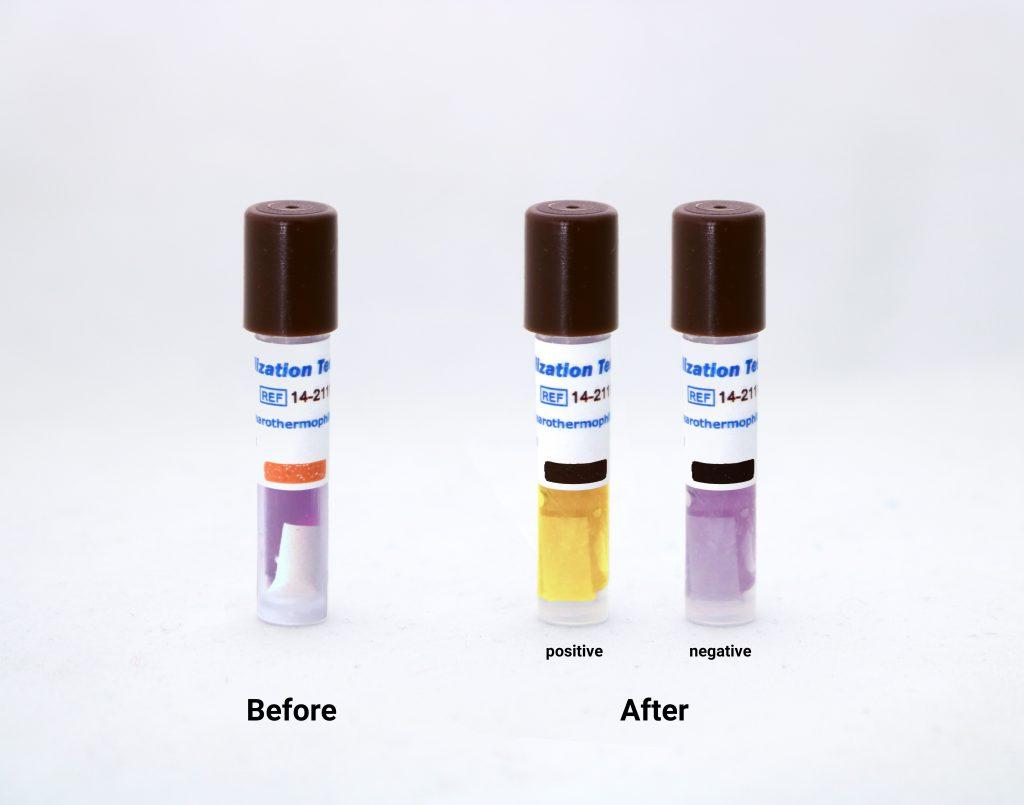 تغییر رنگ نشانگر بیولوژيک بخار ۱۰۶ (۲۱۱۲۰-۱۴ RRS) قبل و بعد از قرار گرفتن در اتوکلاو بخار و در حالت مثبت و منفی